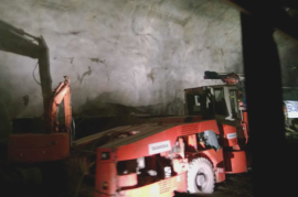 Työkone tunnelissa
